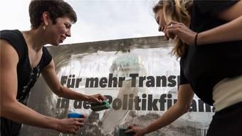 Der Bundesrat lehnt die «Transparenz-Initiative» der Co-Präsidentinnen Lisa Mazzone (Grüne/GE) und Nadine Masshardt (SP/BE, r.) ab.