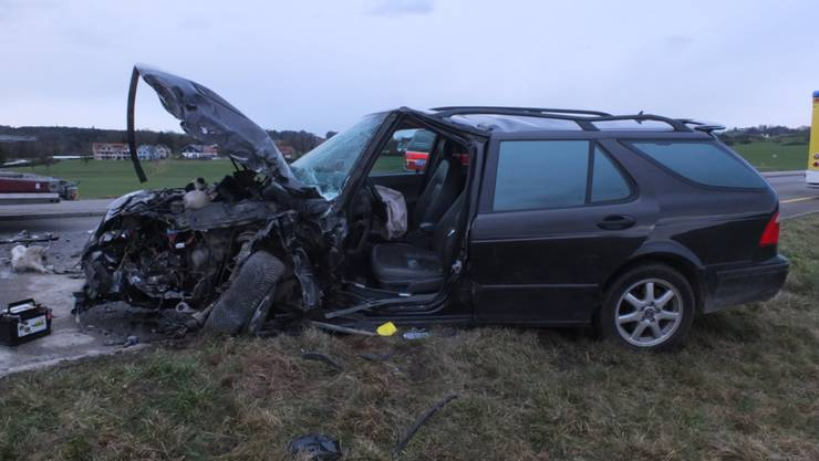 Die Front des Autos der 20-jährigen Fahrerin wurde beim Unfall total zusammengedrückt.