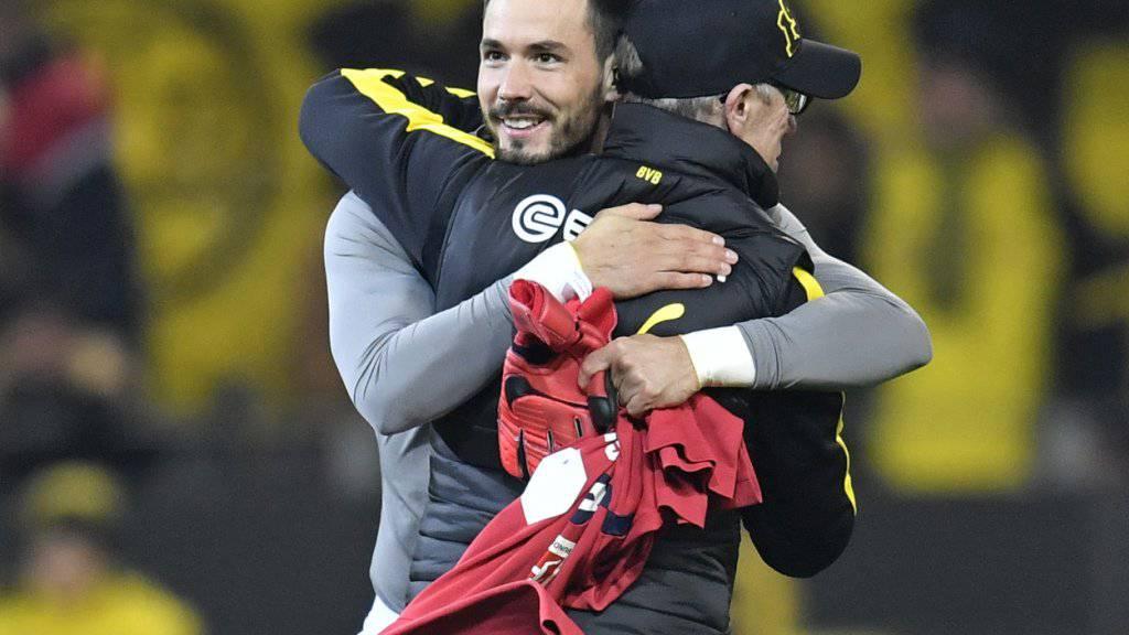 Für Roman Bürki und BVB-Trainer Peter Stöger wartet zum Jahresabschluss ein Höhepunkt: In den Cup-Achtelfinals wartet Bayern München.