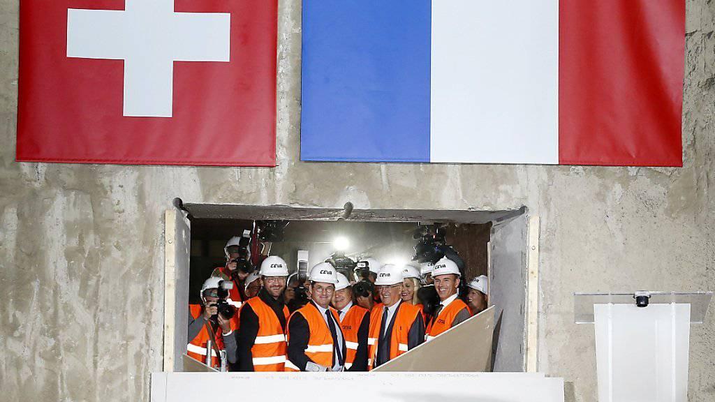 Die beiden Baustellen für die grenzüberschreitende Bahnlinie zwischen Genf und Frankreich sind seit Freitag verbunden.