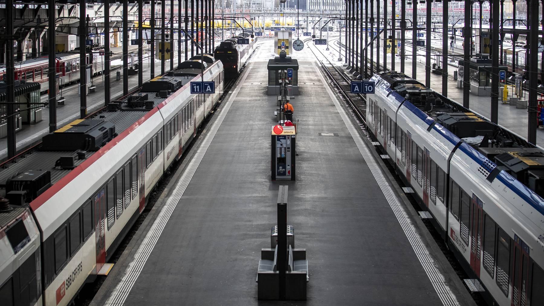 Blick in den Bahnhof Luzern, aufgenommen am Montag, 18. Januar 2021. Aufgrund der anhaltenden Krise um die Pandemie des Coronavirus, wurden ab Montag die Massnahmen zur Eindaemmung der Verbreitung des Virus verstaerkt.