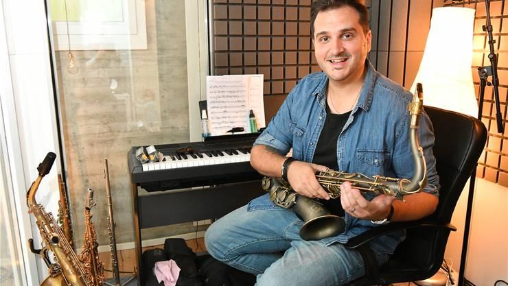 Fabian Capaldi in seinem Heimstudio in Lostorf. Manchmal arbeitet er die halbe Nacht an der Musik für die Schlossfestspiele. Bruno Kissling