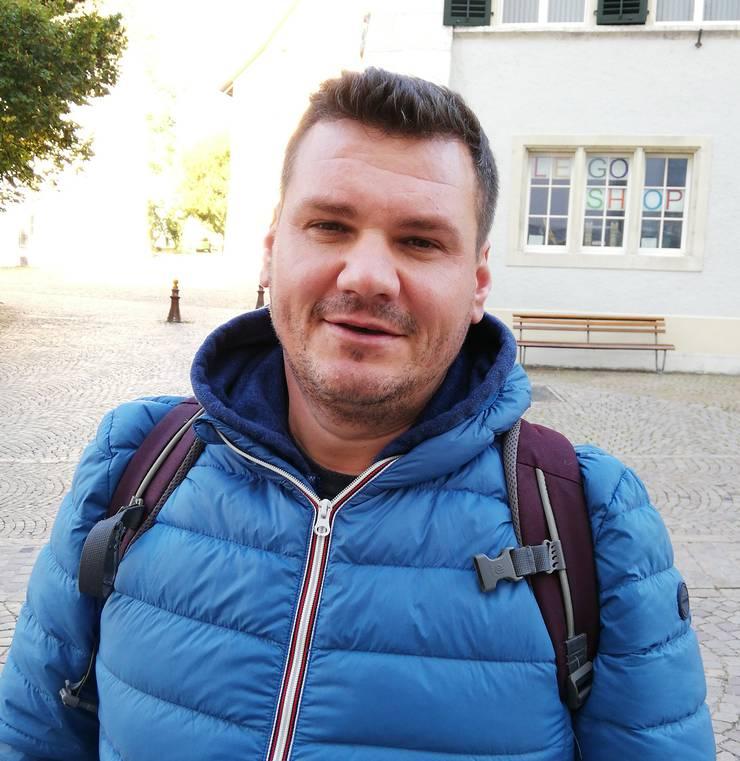 Elvir Elcaz, 42, aus Küssnacht am Rigi haben wir in Solothurn getroffen. Er erhofft sich, dass die Zuwanderungsmöglichkeiten verbessert werden und das nicht nur in der Schweiz, sondern weltweit. Die Hungersnot in manchen Gebieten beschäftigt ihn. (ber)