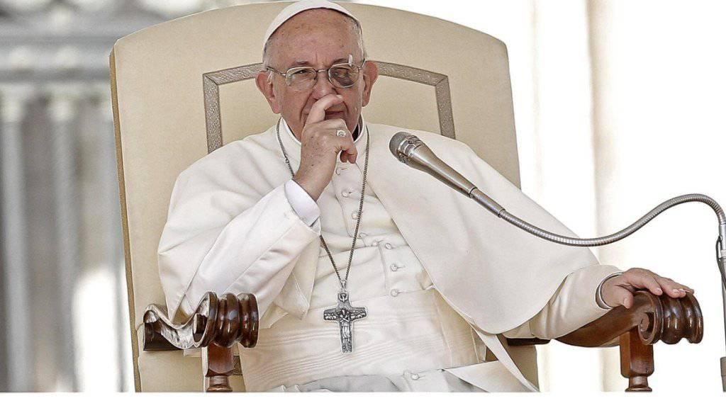 Papst Franziskus hat eingeräumt, dass die katholische Kirche die Aufarbeitung von Kindermissbrauchs-Fällen einige Zeit verschlafen hat. (Archivbild)