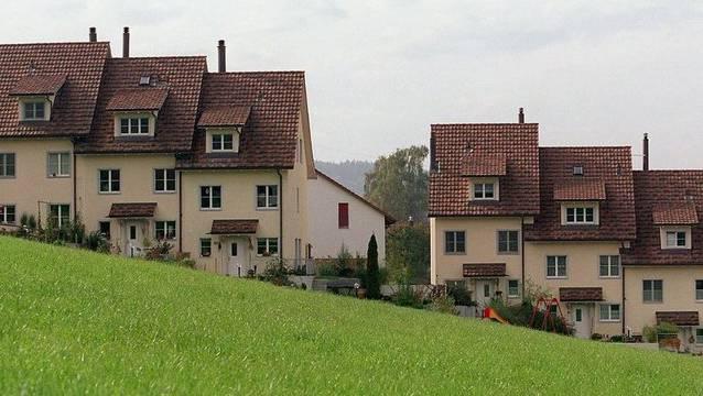 Werden bald weniger zur Kasse gebeten: Hauseigentümer im Kanton Aargau.