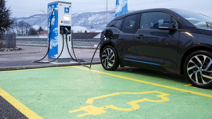 2018 will China eine neue Elektro-Auto Quote einführen. Die deutsche Autoindustrie ist davon nicht begeistert. (Symbolbild)