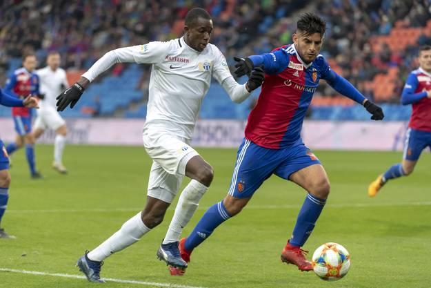 Carlos Zambrano behauptet den Ball gegen Zürichs Ceesay.