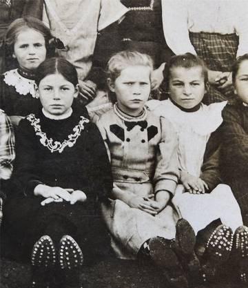 Die Jubilarin auf einem Schulfoto von 1916.
