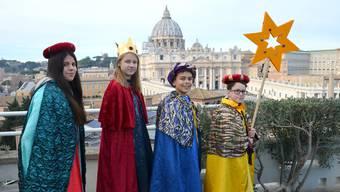 Vier Sternsingerkinder aus Reinach BL, die im Petersdom den Neujahrsgottesdienst 2019 mitfeiern durften