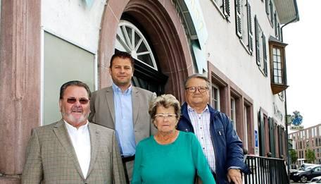 Die alten und die neuen Besitzer, von links: Georg Birchmeier, Markus Birchmeier, Maria Monti und Willy Monti.