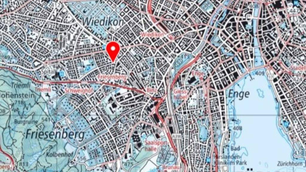 Zum Geiseldrama mit drei Toten kam es am Freitag in Zürich-Wiedikon (roter Pfeil).