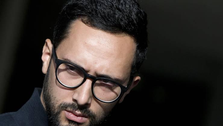 Der spanische Rapper Jose Miguel Arenas Beltran, alias Valtònyc, kann vorläufig in Belgien bleiben. Das Gericht in Gent will zuerst Rat holen beim EuGH vor einer eventuellen Auslieferung an Spanien.