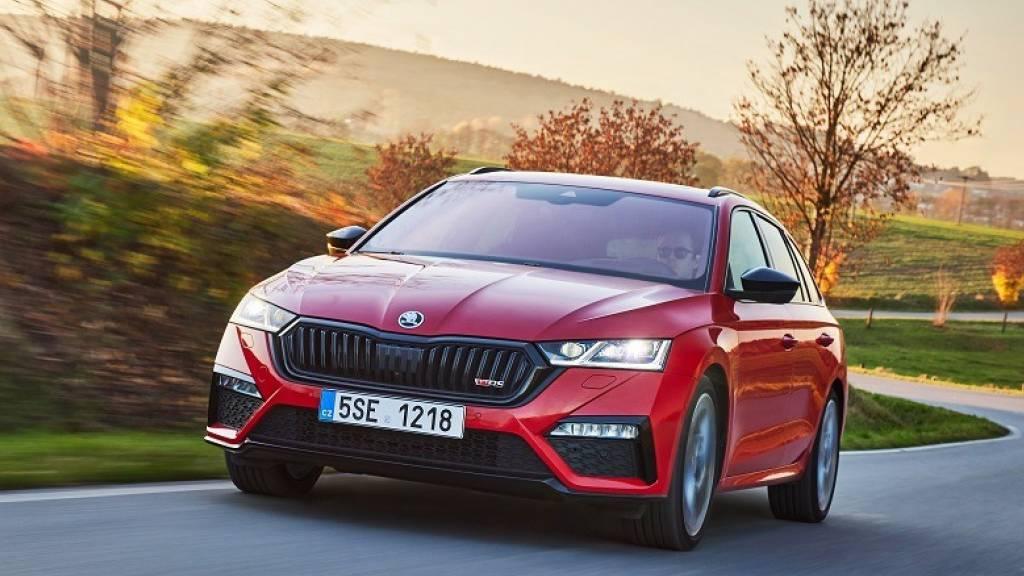 Die tschechische Volkswagen-Tochter Skoda setzt die Produktion wegen des Mangels an Halbleitern in zwei Werken für eine Woche aus. (Archivbild)