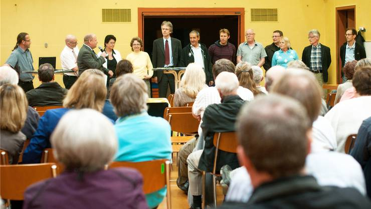 Damals war die Welt auch informationstechnisch noch in Ordnung: Im Mai 2012 orientieren die Gemeinderäte Killwangen und Spreitenbach gemeinsam über das Fusionsprojekt. Annika Bütschi