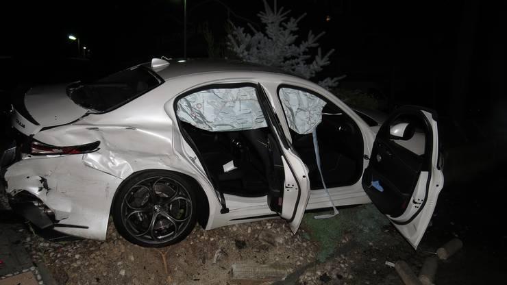 An beiden Fahrzeugen entstand hoher Sachschaden.