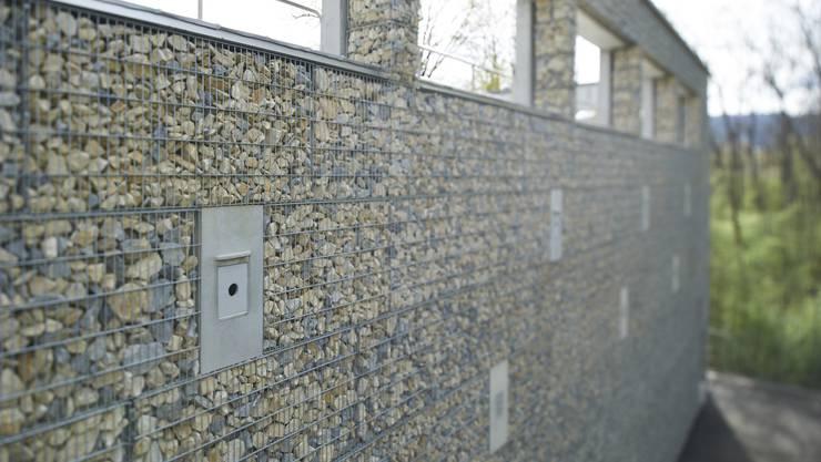 Steinkorbfassade der neuen ARA