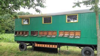 David Studer hat seinen stark beschädigten Bienenwagen wieder zurück erhalten. Die Diebe haben ihn in Rüti bei Büren versteckt.