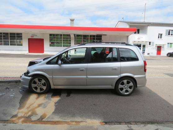 Die Unfallfahrerin prallte mit ihrem Opel in einen still stehenden Renault Trafic.