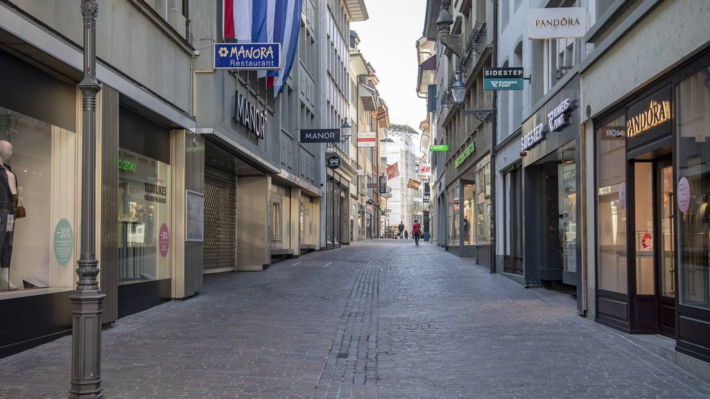 Leute shoppen nach Corona mehr in Einkaufscentern als in der Stadt