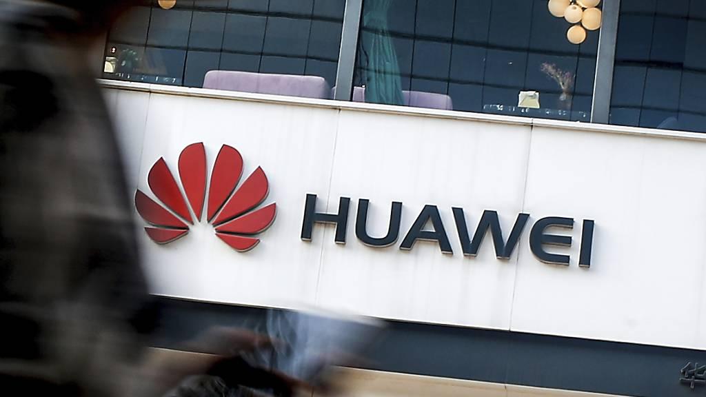 Der chinesische Telekom-Anbieter Huawei darf sich in Italien am Aufbau von Infrastruktur beteiligen. (Archivbild)
