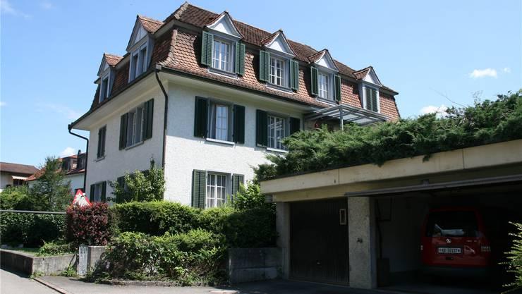 Das Lehrerhaus, im Eigentum der Einwohnergemeinde, steht zurzeit zum Verkauf.