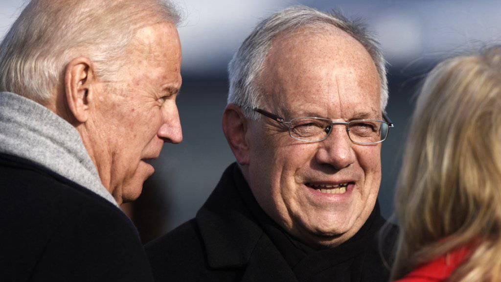 Bundespräsident Johann Schneider-Ammann begrüsst am Montag auf dem Flughafen Zürich US-Vizepräsident Joe Biden und dessen Gattin Jill Biden.