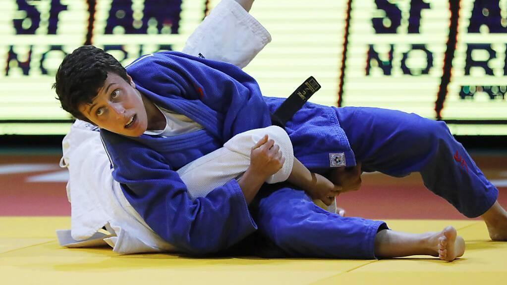 Evelyne Tschopp drückt die Israelin Gefen Primo zu Boden - Bronze geht indes an die Gegnerin. (Archivbild)