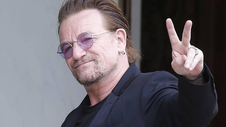 """U2-Sänger Bono hat sich ärztliche Hilfe geholt, nachdem ihn am Konzert am Freitagabend die Stimme verlassen hat. Für den Rest der Tour verspricht er, wieder """"voll bei Stimme"""" zu sein. (Archiv)"""