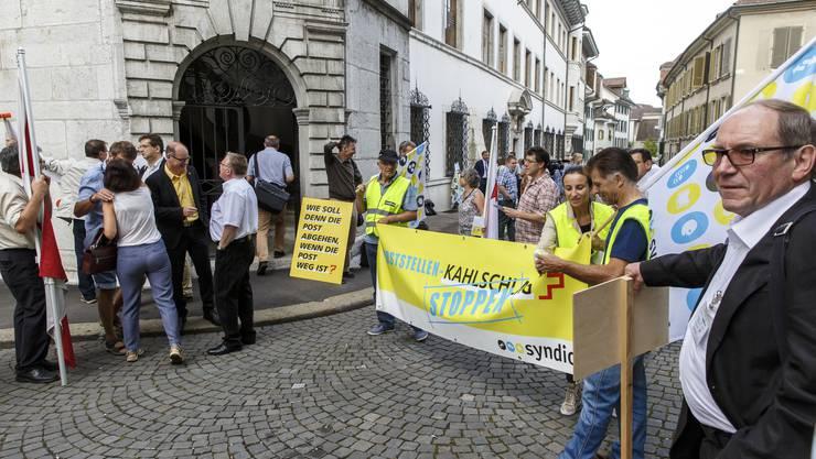 Demonstration gegen Poststellenschliessung vor dem Solothurner Rathaus