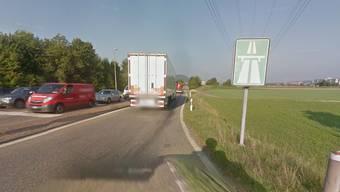 Hier knallte es: Die Autobahneinfahrt in Eiken.