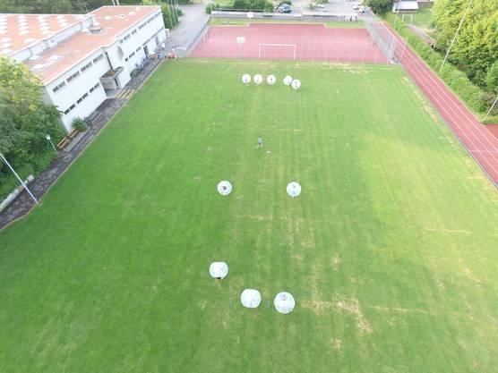 Spiel und Spass beim Bubble Soccer.