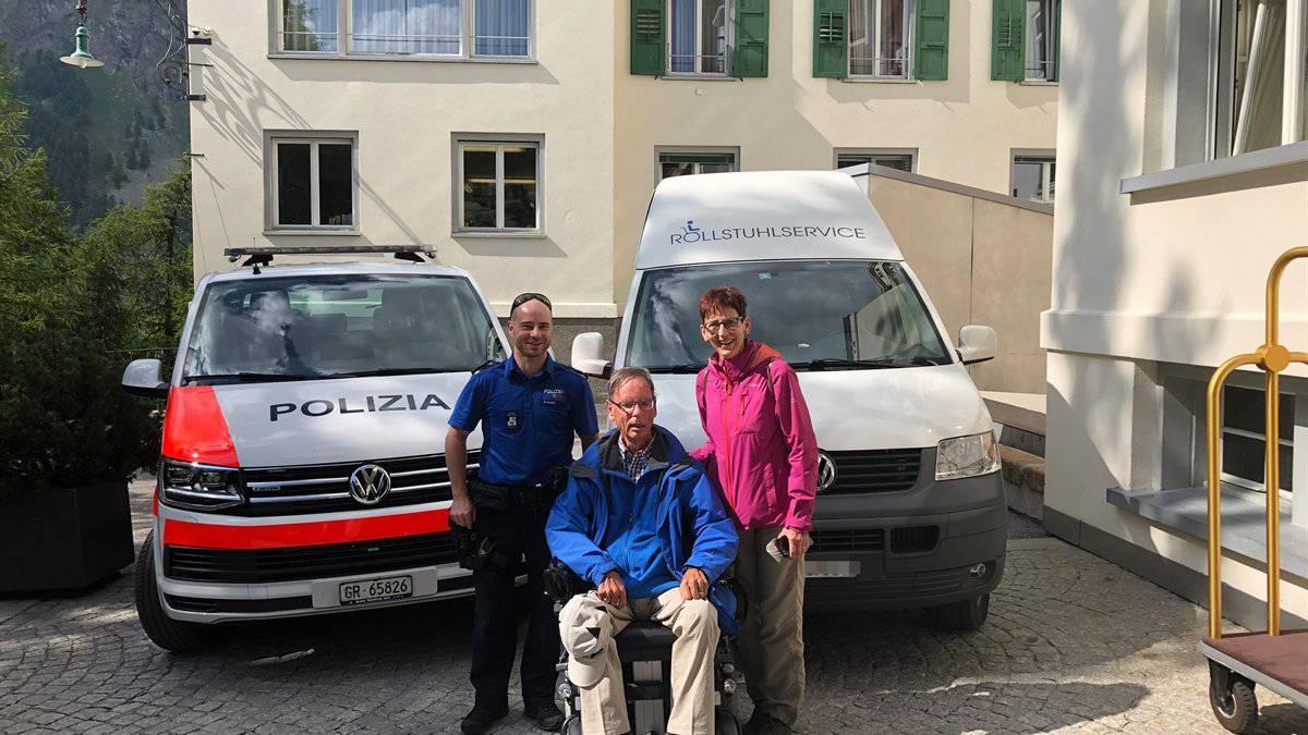 Die Polizei half einem Rollstuhlfahrer, dessen Rollstuhl einen Defekt hatte.