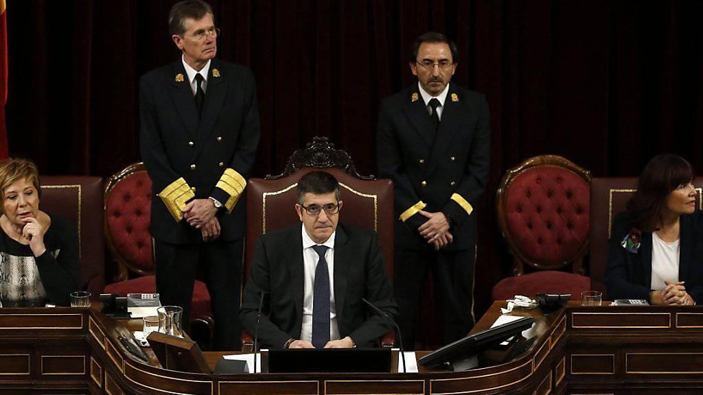 Der baskische Sozialist Patxi Lopez (Mitte) ist der erste Parlamentspräsident in der jüngeren Geschichte Spaniens, der nicht der Partei mit den meisten Sitzen angehört.