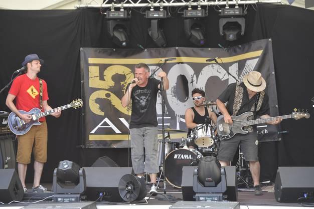 Vielseitigkeit zeichnete den Auftritt von «25 Rock Avenue» aus. Ob Blues, Rock oder Hardrock, die vier Seeländer trafen in jeder Hinsicht den richtigen Ton.