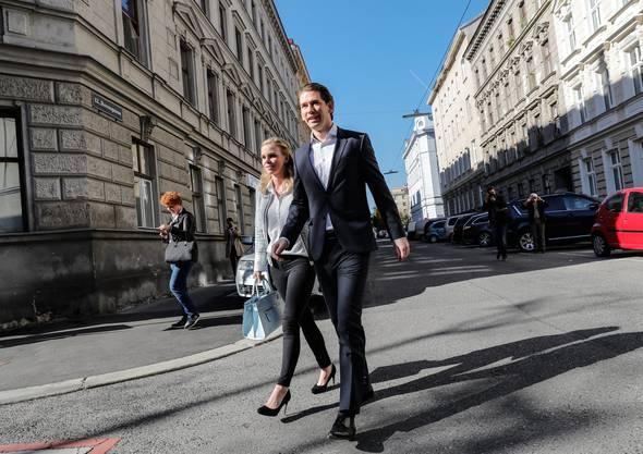 Der österreichische Aussenminister und wohl künftige Bundeskanzler Sebastian Kurz mit Partnerin Susanne Thier.