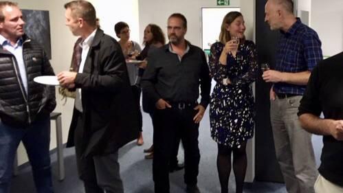 Vertreter der 7 SRU-Vertragsgemeinden besichtigten die neuen Büroräumlichkeiten bei einem Apéro.
