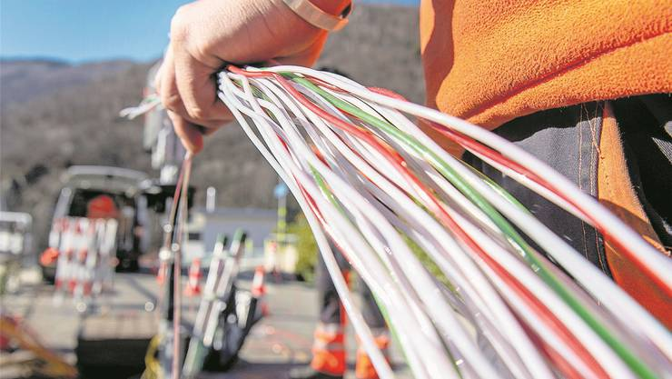Auf dem Land reicht die Glasfaserleitung vielerorts nur bis in die Anschlusszentrale im Dorf. Carlo Reguzzi/KEYSTONE
