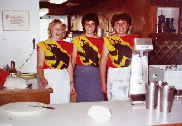 Im Laufner Café-Bäckerei Zemp, dem Lokal der Berntreuen, servierten die Angestellten zeitweise mit dem Berner Wappen auf der Brust. (zvg / Hanspeter Steiner)