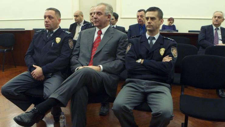 Der Oberste Gerichtshof Kroatiens hat ein Urteil gegen den früheren kroatischen Regierungschef Ivo Sanader bestätigt und die Strafe verschärft. Sanader muss nun wegen der Annahme von Schmiergeldern in Millionenhöhe sechs statt der ursprünglich viereinhalb Jahre ins Gefängnis. (Archivbild)