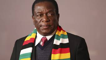 Bei der Präsidentschaftswahl in Simbabwe hat der Amtsinhaber Emmerson Mnangagwa von der Regierungspartei Zanu-PF eine knappe absolute Mehrheit erzielt. (Archivbild)