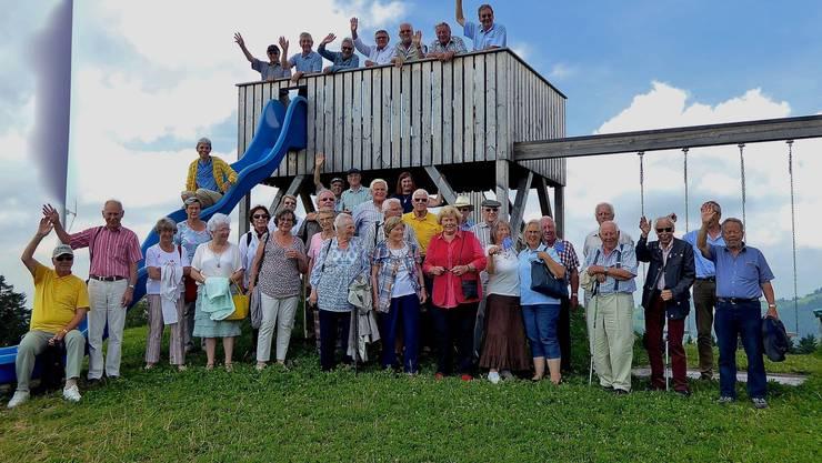 Gruppenfoto, 44 Reisende nahmen Abschied vom Hirschberg, einer der schönsten Aussichtspunkte in den Alpstein