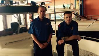 Dominik Schraner und Nathanael Augsburger (links) von der Zürcher Seepolizei werden derzeit im Internet als Helden gefeiert.