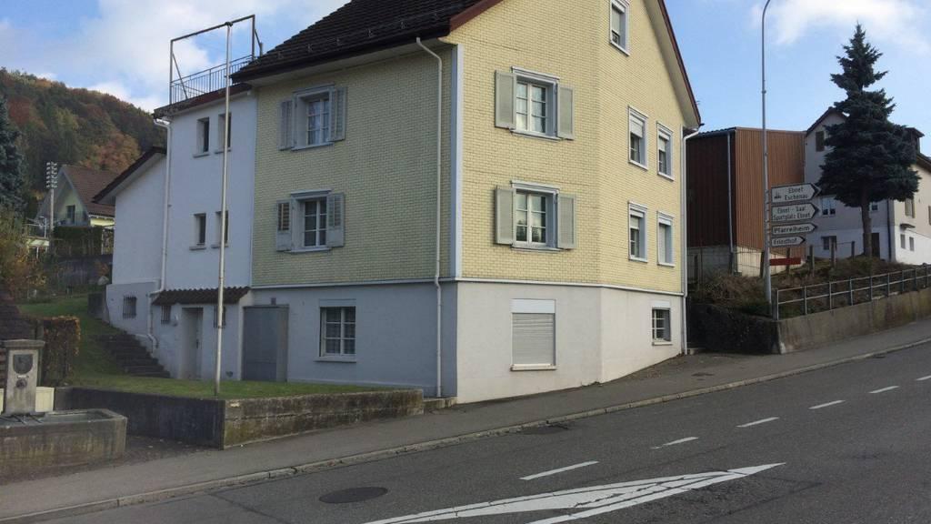 In diesem Haus wurde die 34-jährige Russin von ihrem Ehemann ermordet. (Archiv)