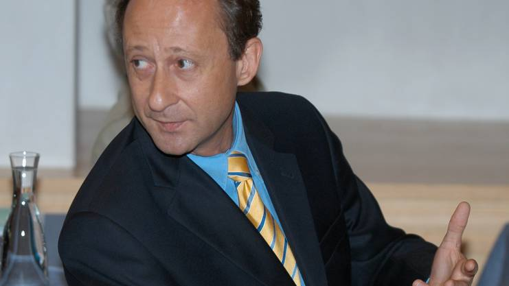 Roberto Scheuer an der Medienkonferenz der Stadtcasino AG im Jahr 2008.