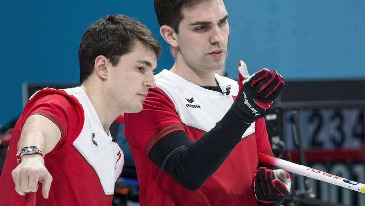 Benoît Schwarz und Skip Peter De Cruz (rechts) werden am Olympia-Turnier bis zuletzt voll gefordert