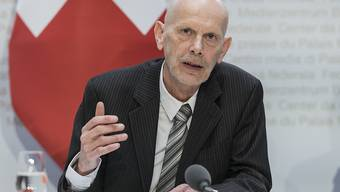 Daniel Koch, Leiter der Abteilung übertragbare Krankheiten, im Bundesamt für Gesundheit, informiert über die neuen Massnahmen gegen die Ausbreitung des Coronavirus am Freitag in Bern.