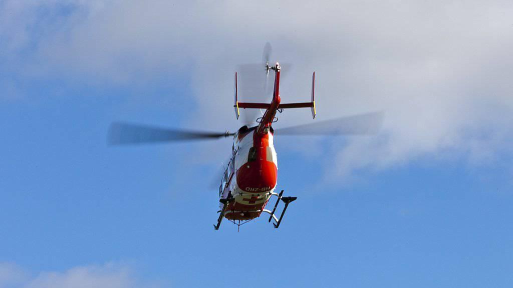 Der Schwerverletzte wurde per Helikopter vom Unfallort in Horgen ZH in ein Spital geflogen. (Symbolbild)