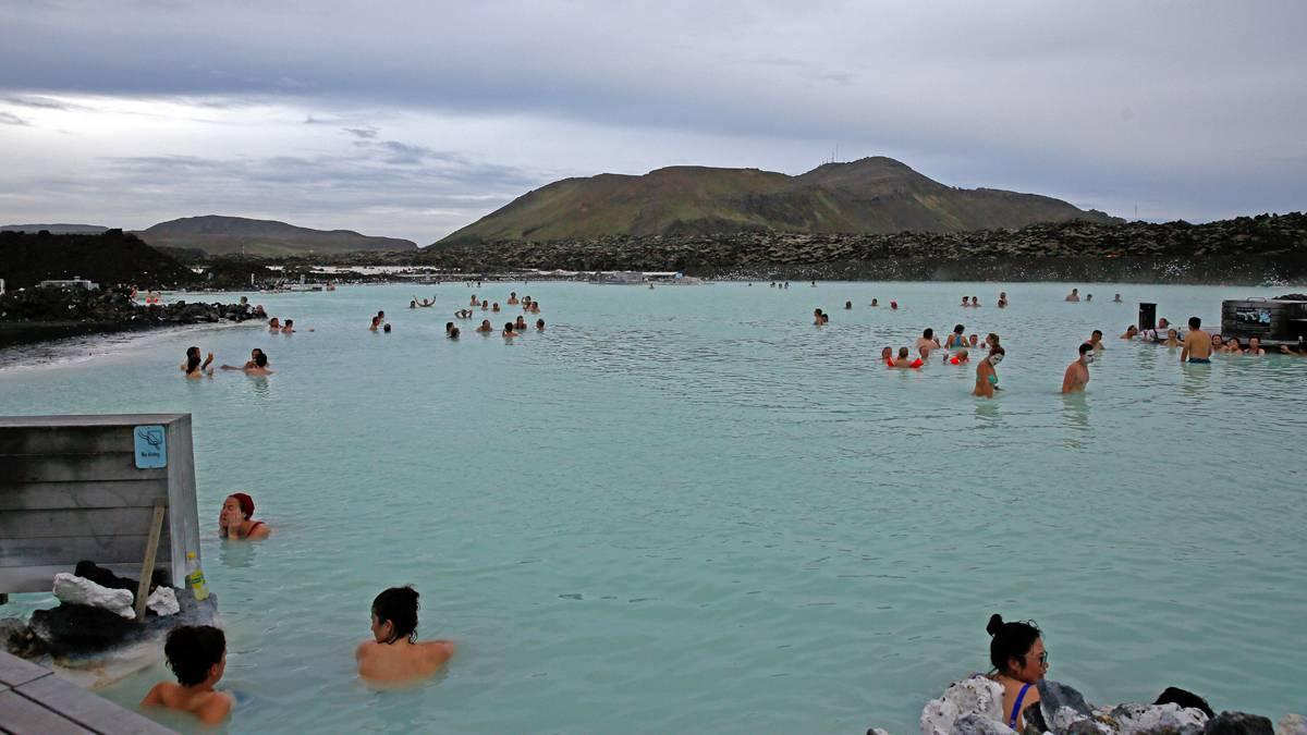 Die blaue Lagune liegt in der Nähe Hauptstadt Reykjavík und dem internationalen Flughafen in Keflavík. (© Corrado Filipponi)