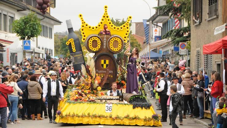 Derartige Bilder wird es in diesem Jahr nicht geben: Mit dem Winzerumzug fällt auch das Highlight des Döttinger Winzerfests aus.