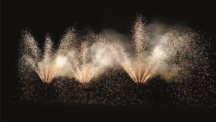 Alle Jahre wieder: Das etwas spezielle Feuerwerk beim Schulhaus IV.